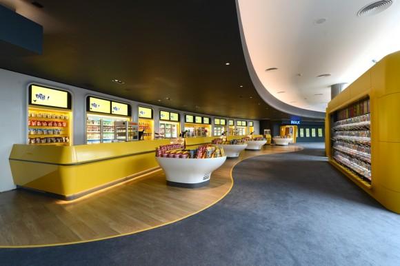 2.Pathé-Balexert_lobby.jpg